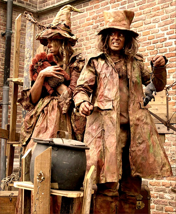 17 Absolutely Magical & Enchanting Street Performers