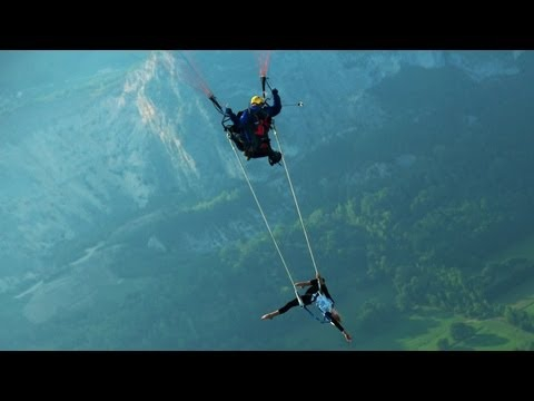 Amazing Para gliding Trapeze Artist in the Sky