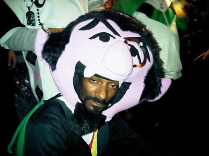 Snoop Dogg completely forgetting how he got in this costume: