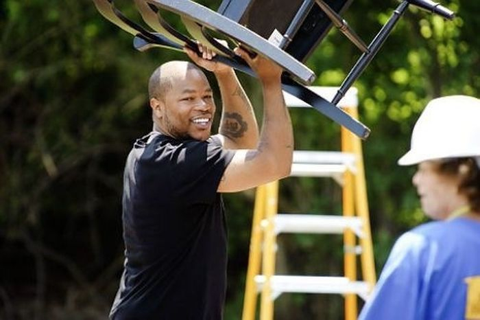 Xzibit moving a chair to the left: