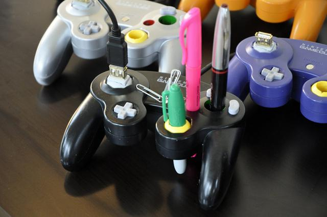 GameCube Controller Desk-Mate