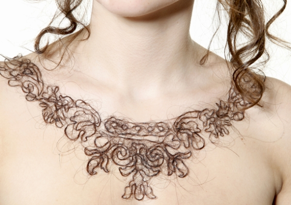 Necklaces made ​​of natural hair