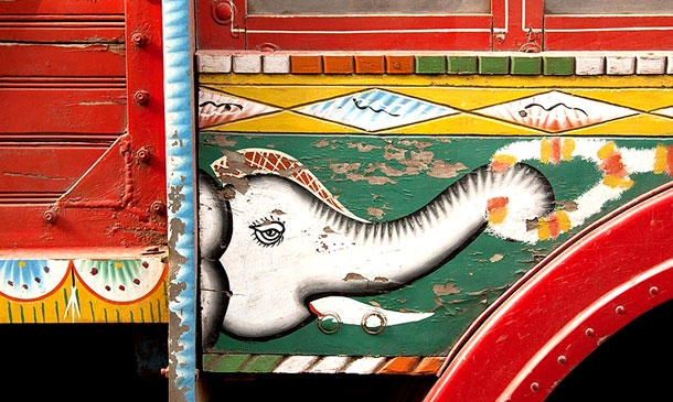 Bold And Colourful Artworks From The Streets Of India
