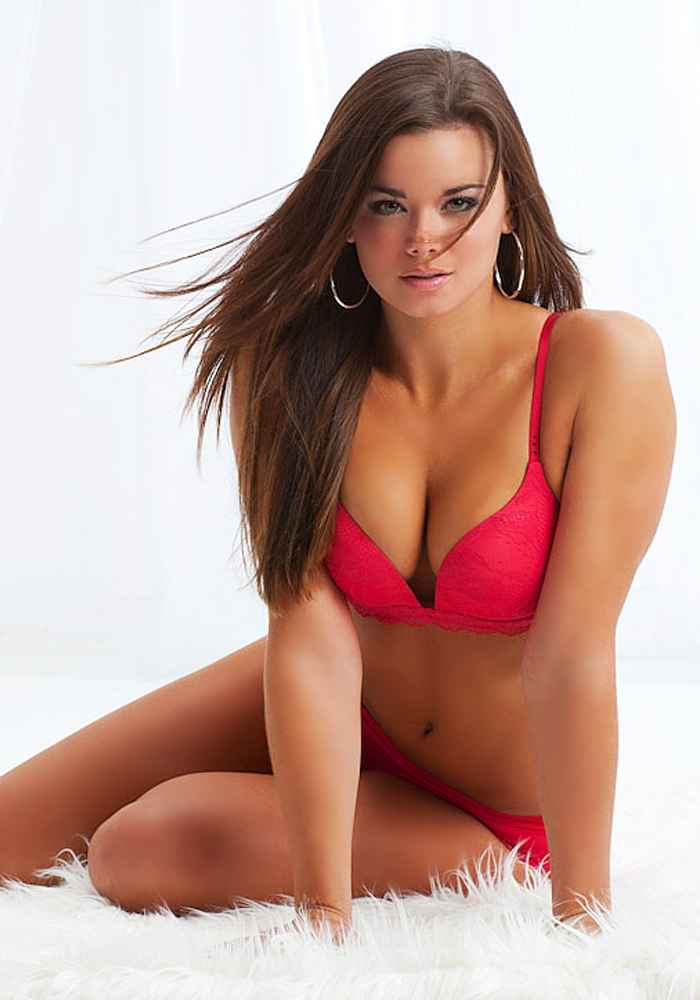 Maxim's 2013 Hometown Hottie Winner, Dessie Mitcheson.