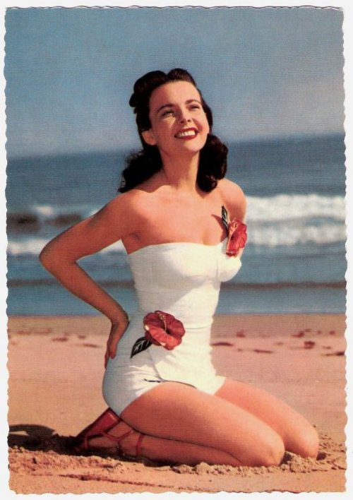 20 Photos Of 1940's Vintage Swimwear Vs Present Day