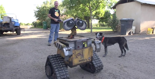 Video: Bakersfield man's Real-life working Wall E replica