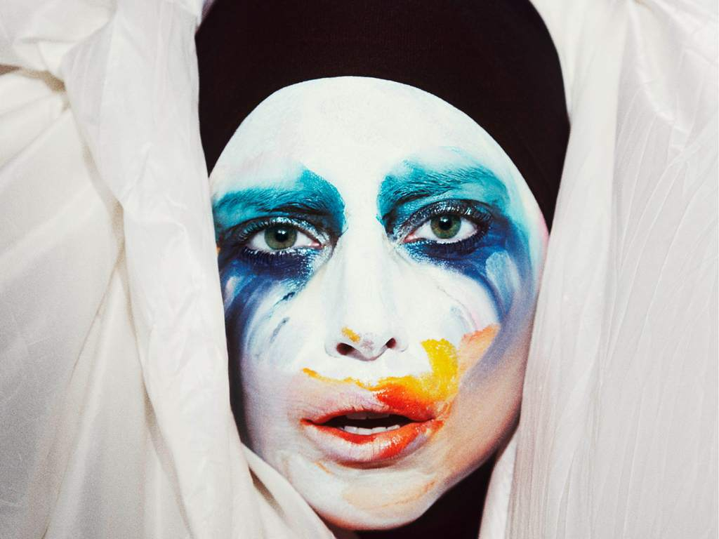 "Lady Gaga Releases ""Applause"" Lyric Video"