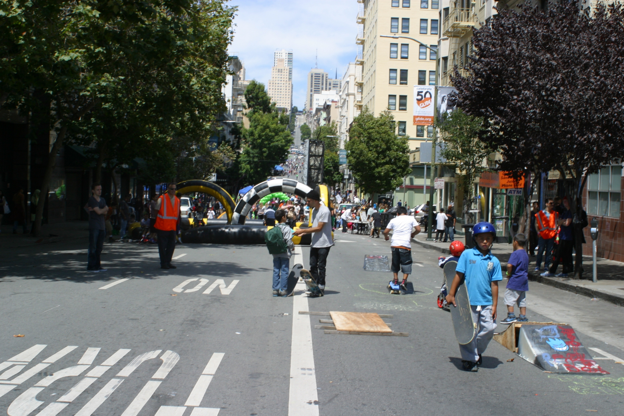 Sunday Streets in the Tenderloin