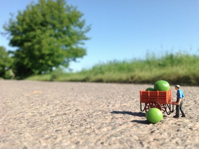 Artist Captures Tiny People in the Real World