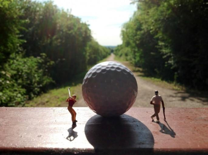 Artist Captures Tiny People in the Real World  art, artist, people, perspective, real, roy-tyson, scene, sculpture, tiny, world