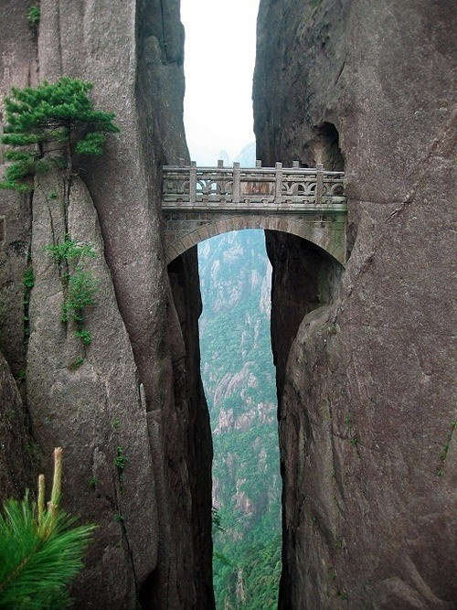 Incredible Photos of Death-Defying Pathways in Chinese Mountains huangshan, photo, the-bridge-of-immortals, yellow-mountain