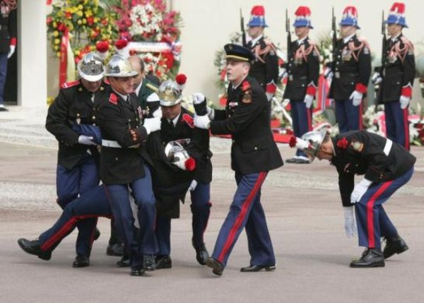 17 Soldiers Collapsing Due To Exhaustion At Military Ceremonies  artistic, funny-crazy-wtf-people, interesting, random, silly, weird