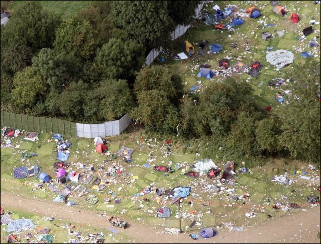 "Music Fans Leave Behind a Mass of Mess in Reading  ""festival"", england, fans, music, weird"