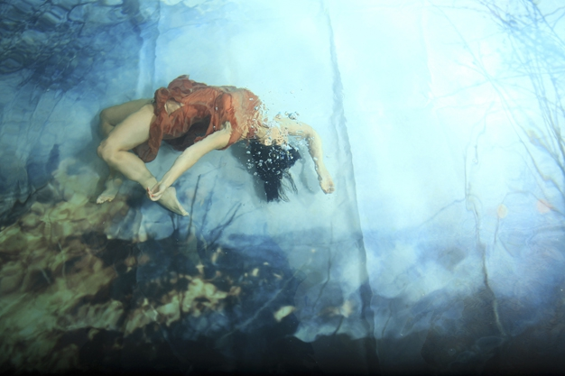 Magical Underwater Photos of Freely Flowing Figures