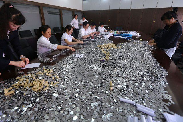"Chinese Man Get the Last Laugh When Paying His Fine  ""bank"", coins, damages, humor, southwest-china"