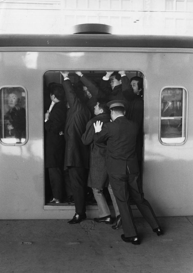 A Look at Tokyo Subways in the '60s and '70s vs. Subways Now