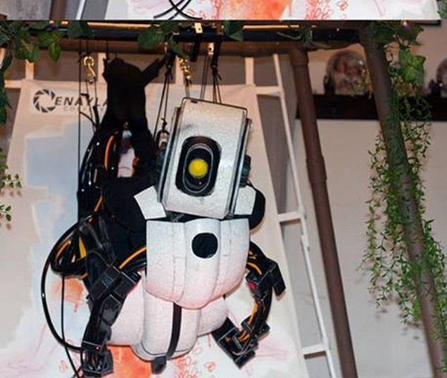 This GLaDOS Cosplay Takes The Cake (VIDEO AND PICTURES)