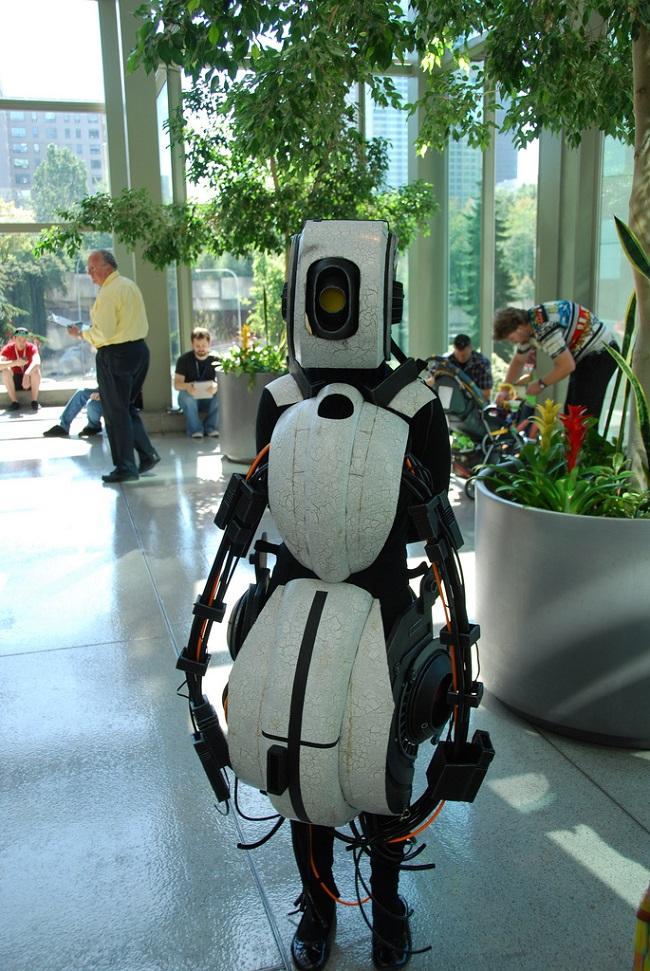 This GLaDOS Cosplay Takes The Cake (VIDEO AND PICTURES) artistic, awesome, comedy, funny, funny-crazy-wtf-people, interesting, music, random, silly, weird