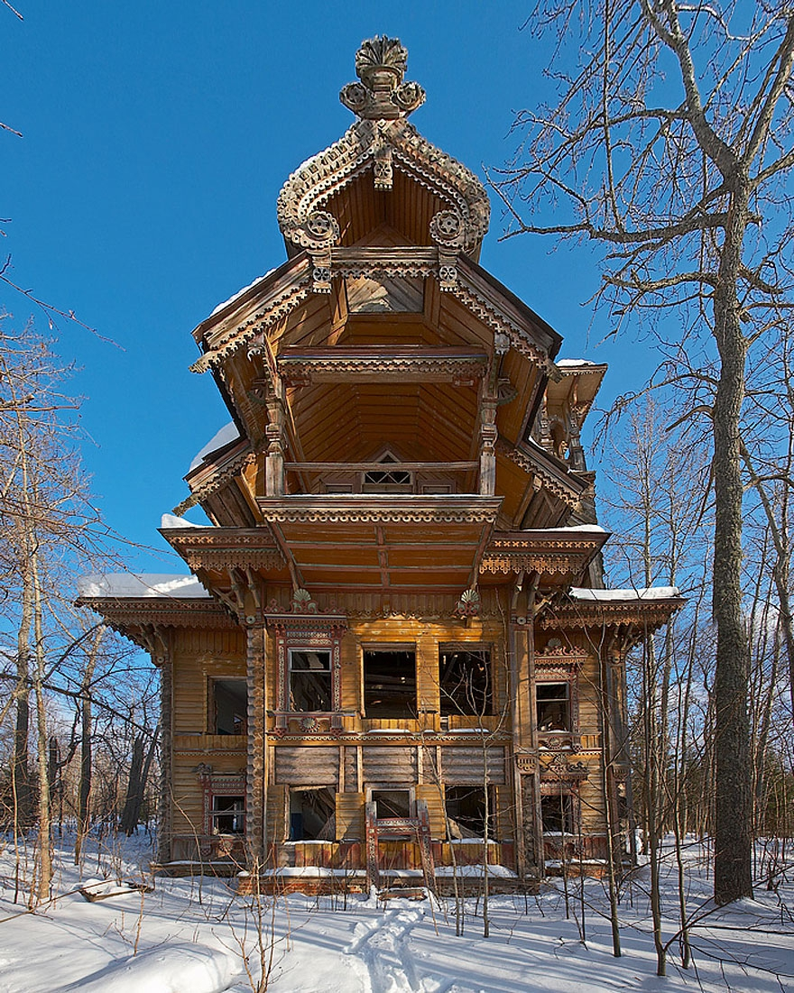 15. Abandoned Wooden Houses, Russia abandoned-buildings, abandoned-cities, abandoned-places, abandoned-structures, creepy, full-page, ghost-towns, haunted, urban-exploration, urban-photography