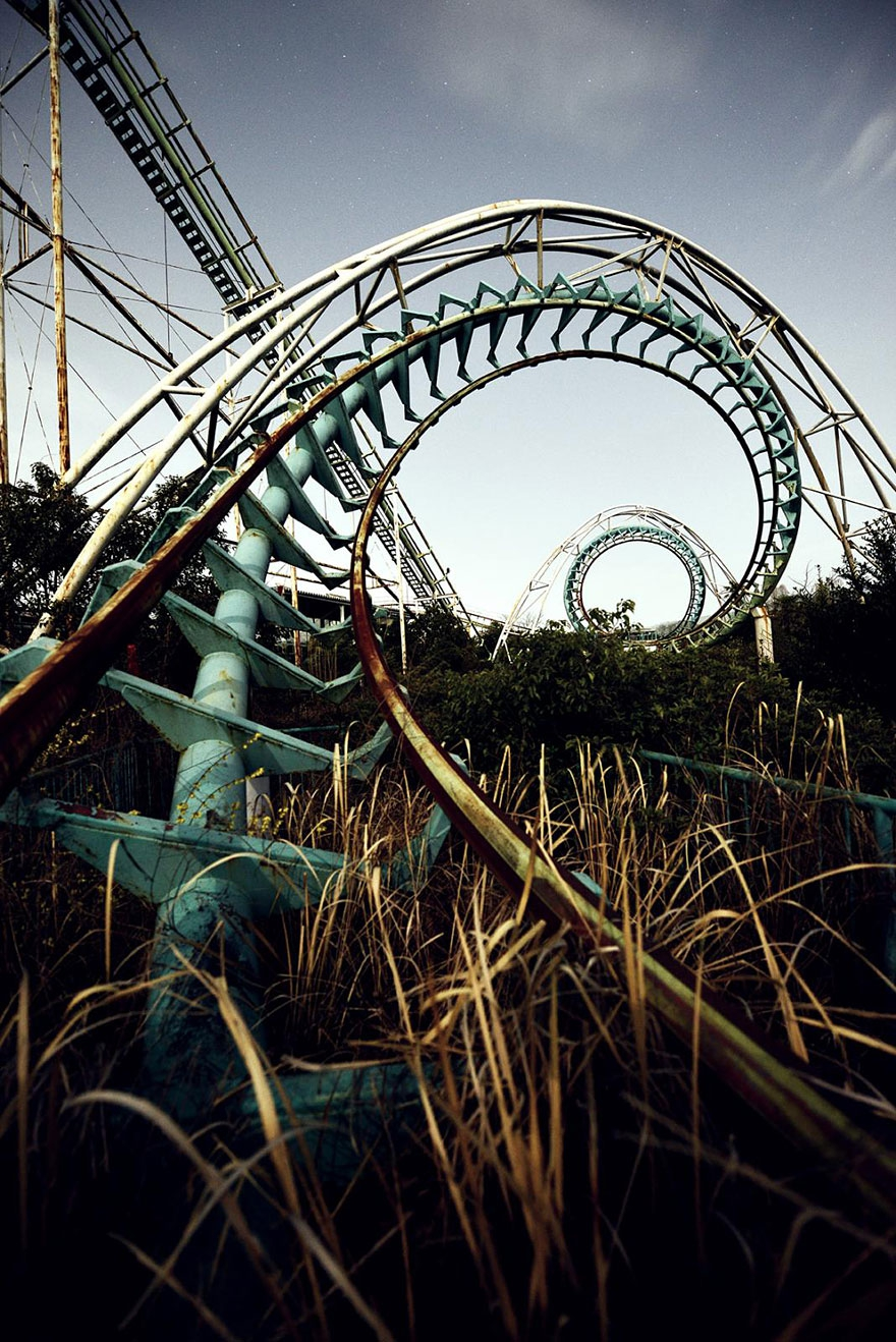 8. Nara Dreamland, Japan abandoned-buildings, abandoned-cities, abandoned-places, abandoned-structures, creepy, full-page, ghost-towns, haunted, urban-exploration, urban-photography