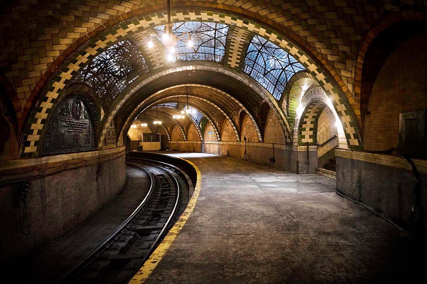 17. The Abandoned City Hall Subway Stop in New York, U.S.A. abandoned-buildings, abandoned-cities, abandoned-places, abandoned-structures, creepy, full-page, ghost-towns, haunted, urban-exploration, urban-photography
