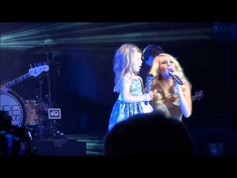 Carrie Underwood Brings Adorable Girl Onstage [VIDEOS]