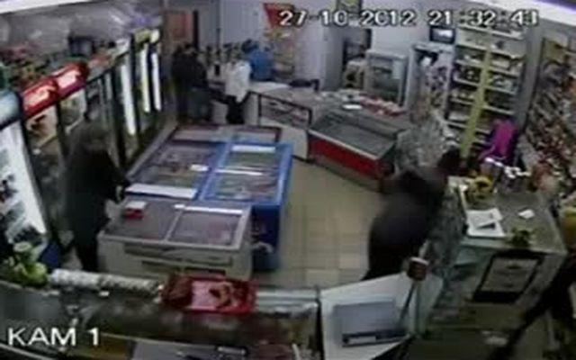 """Нокаут хулигана в магазине """"Подсолнух"""""""
