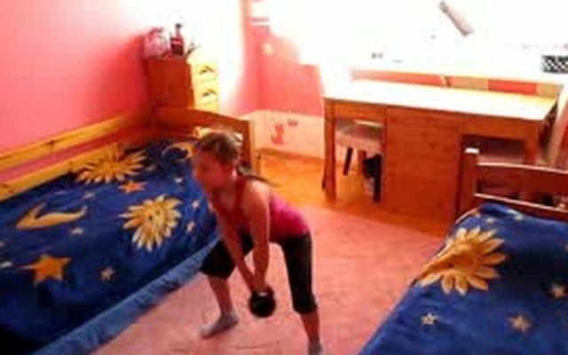 Супердевочка Катя и её тренировки с гирями
