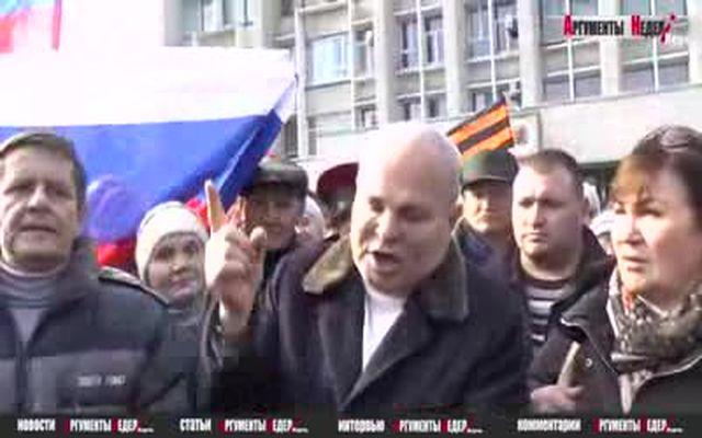 Мэр Керчи отстаивает флаг Украины