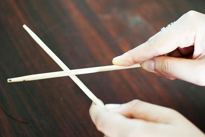 5. Тереть палочки для еды друг о друга считается неприличным ошибка, ресторан люди