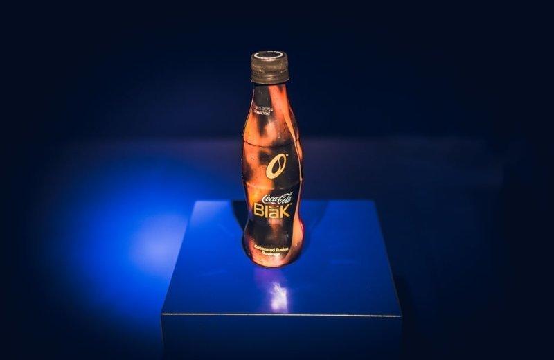 2. Coca-Сola Blak — это смесь классической колы и эссенции кофе. Вы не поверите, но этот напиток ПОЧЕМУ-ТО никому не понравился. В 2009 году его сняли с производства trend, в мире, вещи, инновация, музей, неудача