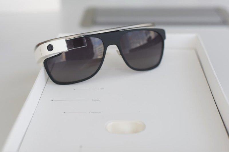 4. Google Glass образца 2012 года. Во-первых, разработчики толком не объяснили, как и ЗАЧЕМ пользоваться этими очками. Во-вторых, проблемы с конфиденциальностью и высокая цена не дали продукту разойтись по миру trend, в мире, вещи, инновация, музей, неудача