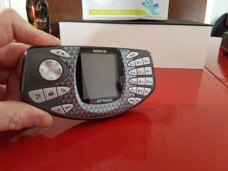 13. Смартфон Nokia NGage, выпускавшийся с 2003 по 2005 год, поразил всех своим странноватым дизайном и потрясающе неудобным расположением кнопок trend, в мире, вещи, инновация, музей, неудача