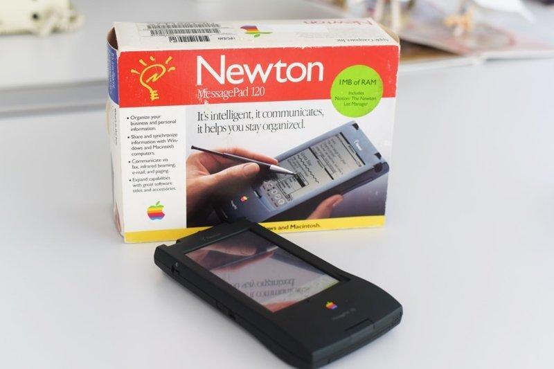 3. Newton Messagepad от Apple мог делать заметки и отправлять факс, но его экран, на котором было ужасно неудобно писать стилусом, и высокая стоимость сделали его непрактичным trend, в мире, вещи, инновация, музей, неудача