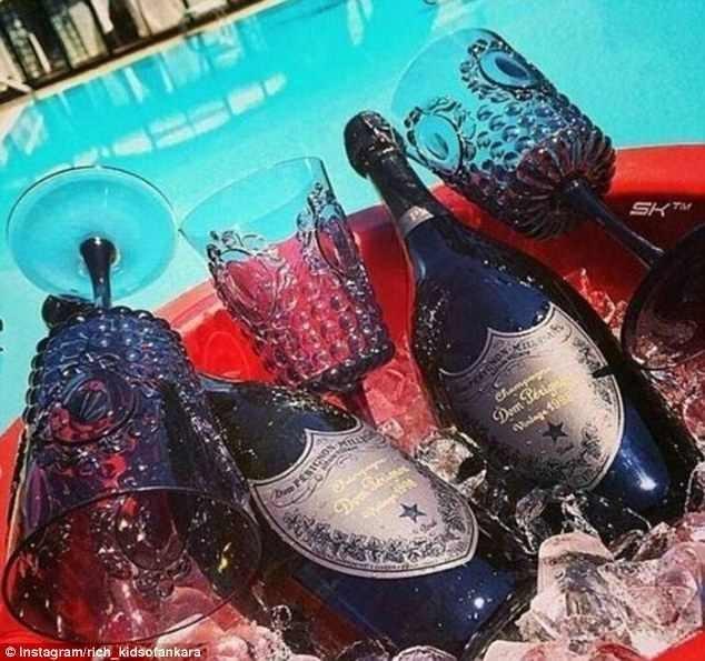 """Дорогое шампанское """"Дом Периньон"""" - непременный атрибут жизни золотой молодежи rich kids, Анкара, богатые дети, богатые детишки, инстаграмм, мажоры, образ_жизни, турция"""