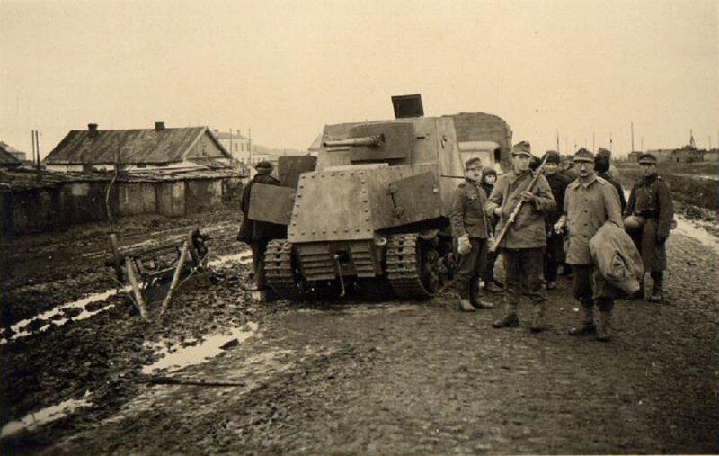 ХТЗ-16, брошенный на дороге к Харькову, октябрь 1941 года