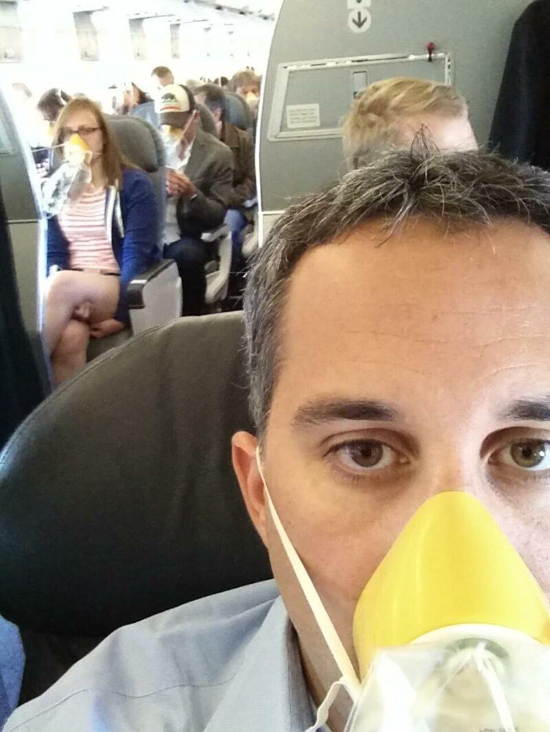 6. Как выглядит салон самолета во время аварийной посадки