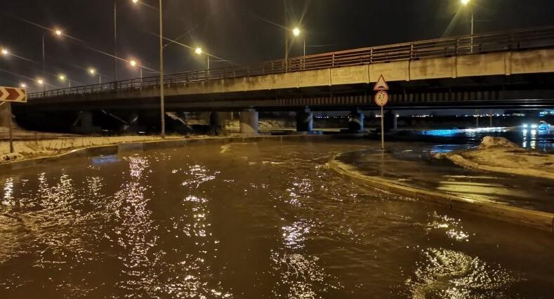 В Купчино невозможно передвигаться из-за потопа – чиновники бездействуют